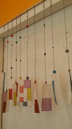 풍경이 모여서 발이 되었어요 소리는 못내지만 풍경 맞아요~~!!ㅎㅎ 길이를 약간씩 다르게 하고 나무막대에... Fabric Art, Fabric Crafts, Fabric Design, Korean Crafts, Diy And Crafts, Arts And Crafts, Textiles, Korean Art, Textile Art
