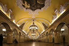 Detalles de la estaciòn Park Pobedy en Moscù, Rusia