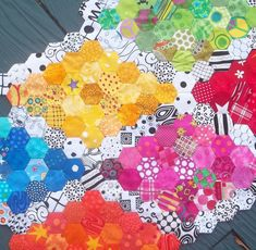 Kelly Girl Quilts: HEXIE'S
