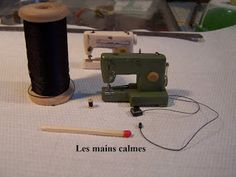 Les Mains Calmes: Machine à coudre miniature. Miniature sewing machine. Not English, but great pictures
