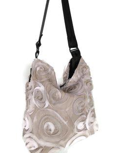 Spring 2021 Bucket style shoulder bag! Handmade and custom designed Beige rosettes exterior Nylon interior (adds to longevity) Unique seatbelt strap Spring Bags, Shoulder Purse, Rosettes, Custom Design, Bucket, Exterior, Beige, Purses, Unique