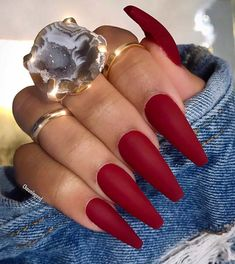Simple Matte Dark Red Nails Looking for some trendy red acrylic nails? These glam nail designs will have your fingers looking fashionable in no time. Aycrlic Nails, Glam Nails, Pink Nails, Coffin Nails, Cute Red Nails, Manicure, Art Nails, Dark Red Nails, Red Acrylic Nails