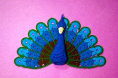 CrochetBot 3000: Peacock...This is a finger puppet!! It's so cool!..and there's a generously shared,free pattern!!
