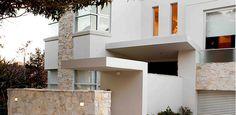 Coolum Random Ashlar Stone: Wall Cladding by Eco Outdoor Natural Stone Veneer, Natural Stone Flooring, Natural Stones, Stone Cladding, Wall Cladding, Outdoor Tiles, Outdoor Decor, Granite Paving, Sandstone Wall