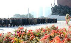 위대한 김일성동지와 김정일동지의 동상에 인민군장병들과 각계층 근로자들, 청소년학생들 꽃바구니 진정