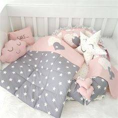 Modastra Pudra ve Gri Üzeri Beyaz Yıldız Desenli Babynest Set Quilt Baby, Baby Doll Bed, Baby Sewing Projects, Girls Quilts, Baby Pillows, Nursery Neutral, Baby Room Decor, Mom And Baby, Quilting Designs
