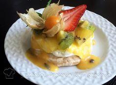 27 Ago 2016   Quando fiz Pavlova de frutas pela primeira vez, fiquei sonhando com a combinação das frutas com maracujá. Na ocasião eu não morava no Brasil e o maracujá era somente um objeto de desejo.