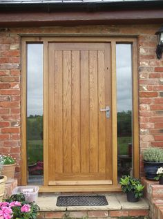 Wooden Doors: solid oak front door with side lights,oak door,bes. Wood Front Doors, Front Doors With Windows, Contemporary Front Doors, Entrance Doors, External Doors, Exterior Front Doors, Oak Doors, Oak Front Door, Front Door Steps