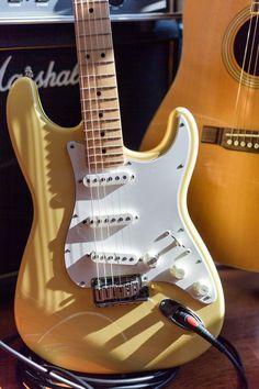 Music Guitar, Cool Guitar, Playing Guitar, Guitar Chords, Guitar Art, Guitare Fender Stratocaster, Stratocaster Guitar, Fender Electric Guitar, Cool Electric Guitars
