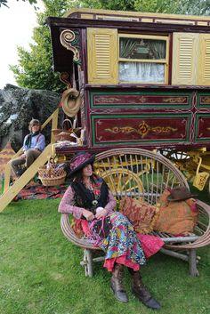 II'd really like to have a gypsy caravan someday! Gypsy Chic, Bohemian Gypsy, Gypsy Style, Modern Bohemian, Gypsy Decor, Hippie Home Decor, Boho Decor, Gypsy Caravan, Gypsy Wagon