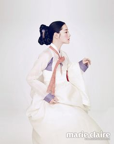 Lee Young Ae Looks Lovely in a Hanbok for Marie Claire Magazine - Soompi Korean Traditional Dress, Traditional Fashion, Traditional Dresses, Korean Dress, Korean Outfits, Korean Clothes, Korea Fashion, Asian Fashion, Oriental Fashion