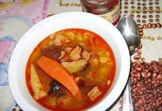 Goulash soup with knuckle Hungarian Cuisine, Hungarian Recipes, Goulash Soup, Stew, Chili, Curry, Good Food, Ethnic Recipes, Foods