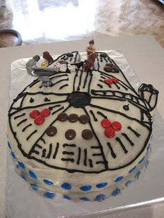 millenium falcon cake with pictures