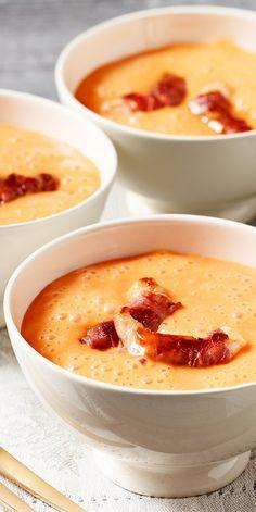 Unsere Bloggerin Susanne hat ein besonderes Suppen-Rezept für euch entwickelt. Für das kulinarische Highlight ihrer Paprikaschaumsuppe sorgen gebratene Garnelen und Parmaschinken. Probiert es aus - einfach köstlich im Geschmack!