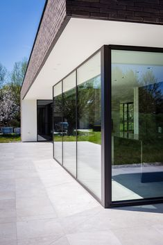 In & Out Architecture Contemporary Architecture, Architecture Details, Interior Architecture, Bungalow, Brick Construction, House Extensions, Facade House, Classic House, Modern House Design