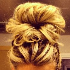 that messy bun you wish you had! Messy Buns, New Hair Colors, Bridal Shoes, Wedding Hairstyles, Unique, Wedding Dresses, Hair Styles, Ideas, Wedding Hairsyles