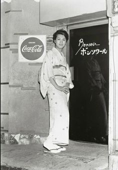 photo by Watanabe Katsumi - Kabukicho 1966-1973 japanese  drag queen