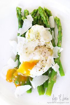 Poached egg over asparagus with basil olive oil and parm. Quick lunch! This pin links to a week's worth of vegetarian meal ideas.
