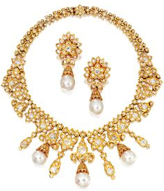 18 KARAT GOLD,  PEARL AND DIAMOND NECKLACE AND EARCLIPS, VAN CLEEF & ARPELS,  1972,   designed in the Mughal style, the necklace set throughout with numerous round, old European-cut and old mine diamonds weighing approximately 22.50 carats, suspending 3 detachable cultured pearl drops graduating in size .