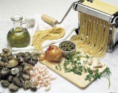 Spaghetti con vongole e gamberi in salsa verde