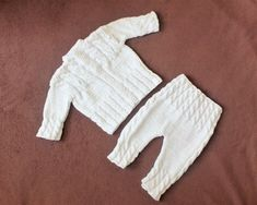 White Baby sweater and pants Knitted baby clothes Hand Knitted Baby Clothes, Knitted Bags, Baby Knits, Baby Knitting Patterns, Hand Knitting, Baby Pullover, Knitting For Beginners, Baby Sweaters, White Outfits