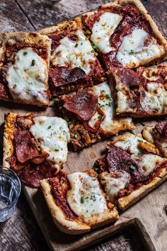 This Parmesan Crusted Deep Dish Pizza with Pepperoni Sauce is the ultimate pizza for pepperoni lovers - packed with flavor and even a salty parmesan crust. Grab this must-have recipe over on My Kitchen Little. #pizza #pepperoni #cornmeal #pizzadough Great Pizza, Perfect Pizza, Deep Dish, Burrata Pizza, Best Pizza Dough, Crispy Potatoes, Parmesan Crusted, Kitchen Recipes, Pizza Recipes