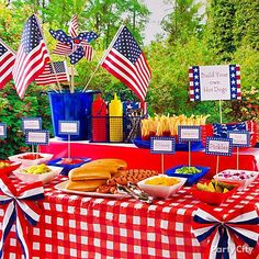 Summer BBQ Ideas-hot dog bar or burger bar Fourth Of July Food, 4th Of July Celebration, 4th Of July Party, July 4th, Summer Deco, Summer Bbq, Summer Parties, Backyard Parties, Backyard Bbq