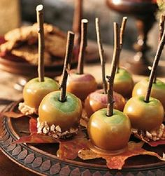 LOVE LOVE LOVE i want these at my wedding. caramel apple station for fall!