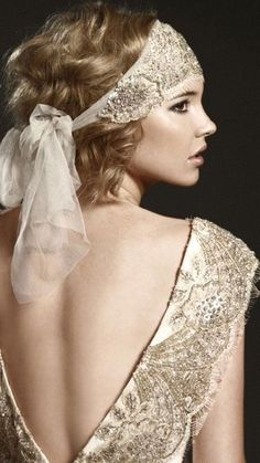 Have you seen Gatsby yet? Take a look at our Gatsby-inspired bridal inspiration (Photo via Johanna Johnson). Retro Mode, Vintage Mode, Moda Vintage, Vintage Style, Vintage Inspired, Vintage Hats, 20s Mode, Estilo Gatsby, Vintage Outfits