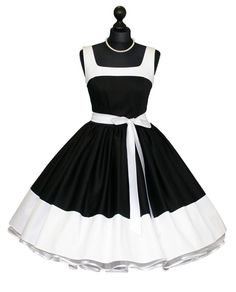 petticoat dress black - white- would wear this in a heart beat.I could diy this(Diy Ropa Vintage) Vestidos Vintage, Vintage Dresses, Vintage Outfits, Vintage Fashion, 50s Outfits, Fashion Outfits, Pretty Dresses, Beautiful Dresses, Baby Girl Dress Patterns