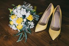 Scopriamo insieme quali saranno i modelli che andranno di moda quest'anno. Le scarpe Flat sono proposte da grandi marchi.  #scarpe #scarpedonna #scarpesposa #sposa2019 #trend2019 #sposascarpe #scarpedasposa #sposa #matrimonio #nozze Wallpaper Wedding, Holiday Wallpaper, Desktop Pictures, Bride Shoes, Colorful Wallpaper, Rose Bouquet, Yellow Roses, Wedding Bouquets, Concept