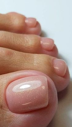 The advantage of the gel is that it allows you to enjoy your French manicure for a long time. There are four different ways to make a French manicure on gel nails. Gel Toe Nails, Glitter Gel Nails, Toe Nail Art, Pink Nails, My Nails, Acrylic Nails, Pretty Toe Nails, Cute Toe Nails, Colorful Nail Designs