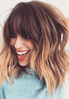 Mechas californianas: passo a passo, cuidados e pictures para te inspirar Related posts: medium-layered-hairstyle-designs-women-shoulder-length-hair-cuts-for-thick-hair -… Hair autumn Easy updos for medium hair updos … short hairstyles 2019 for women # Brown Ombre Hair, Ombre Hair Color, Hair Color Balayage, Ombre Hair With Fringe, Balayage With Fringe, Ombre Bob With Bangs, Long Bob With Fringe, Short Fringe, Blonde Lob With Bangs