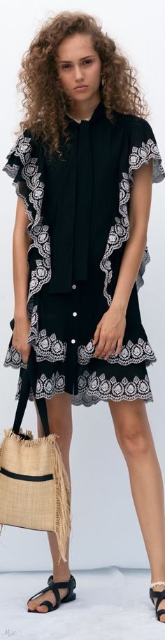 Holiday Outfits, Winter Outfits, Fashion 2020, Fashion Trends, Fashion Details, Fashion Design, Derek Lam, Indian Designer Wear, Pretty Dresses