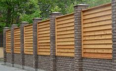 horizontal wood fence louvered wood fence panels inserted between brick columns horizontal wooden fence designs Modern Front Yard, Front Yard Fence, Modern Fence, Front Yards, Low Fence, Lattice Fence, Farm Fence, Small Fence, Fence Garden