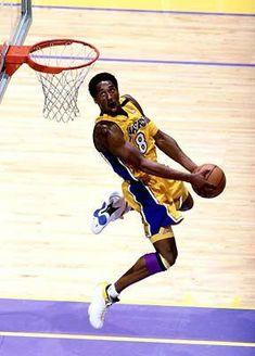 101 Kobe Bryant Style, Fashion & Looks - Fazhion Kobe Bryant Family, Kobe Bryant 8, Lakers Kobe Bryant, Young Kobe Bryant, Mvp Basketball, Michael Jordan Basketball, Basketball Legends, Slam Dunk, Lebron James