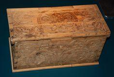 Reykjavik Island - National Museum of Iceland -41) ARTISANAT- EPOQUE 800-1600: L'Islande a toujours eu des orfèvres de talent. De beaux petits calices d'argent dans le style roman sont soupçonnés d'avoir été faits en Islande au début du 13°s. L'un d'eux est au Musée national Danois, l'autre au Victoria & Albert Museum à Londres. Des broderies sont survécu à l'époque médiévale, dont certaines importées, d'autres cousues en Islande.