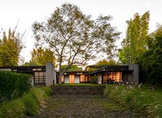 the first Modernist style house. stunning – Kings Road House / Rudolf Schindler (1921)