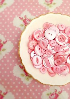 Pretty pearl pink pink pink buttons!!! Bebe'!!! Love pretty pearl pink plate of buttons!!!