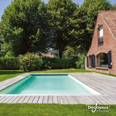 Magnifique piscine rectangulaire de dimension  9 m x 4 m avec liner sable. Liner, Backyards, Swimming Pools, Outdoor Decor, Home, Gardens, Rectangular Pool, Home Ideas, Pools