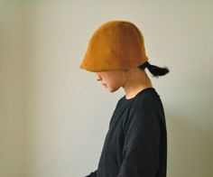 MOBI WOOL + LINEN HAT for women  A simple yet chic, modern reversible hat. Handmade from pure wool and linen. DETAILS - vintage gold wool hat lined in