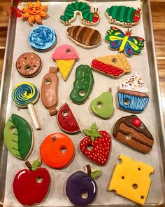 So many foods, all cookies! The Very Hungry Caterpillar 🐛🦋by Eric Carle! This set was fun 👩🏽🎨 1st Boy Birthday, 4th Birthday Parties, 1st Birthdays, Birthday Banners, Birthday Invitations, Birthday Ideas, Chenille Affamée, Construction Birthday Parties, Ideas Para Fiestas