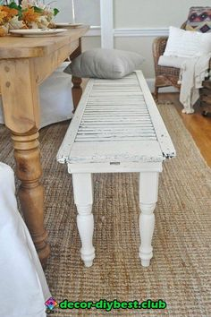 We end up having two to three shutters rotting in the backyard or lying uselessly in the attic; if you to use them for something really good, get ideas from this lovely woman. She has incredible ideas to transform the old shutters. Farmhouse Decor, Shutter Decor, Rustic Diy, Rustic Shutters, Diy Bench, Home Decor, Home Diy, Recycled Decor, Rustic House