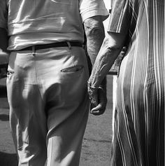 Vivian Maier // Chicago, Elderly Couple Holding Hands, c. one man one woman for a lifetime Vivian Maier Street Photographer, Couple Holding Hands, Elderly Couples, Foto Art, Street Photographers, Black N White, Couple Photography, Chicago, New York