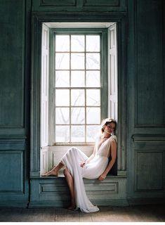 Klassisch und doch modern, majestätisch und doch bescheiden, elegant und doch verspielt – mit ihrer neuen Kollektion präsentiert sich das Brautaccessoireslabel Enchanted Atelier By Liv Hart gewohnt ausgefallen und facettenreich.