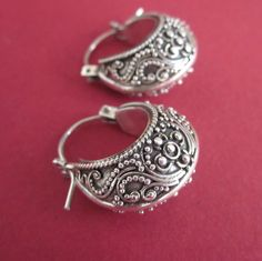 Bali | Contemporary sterling silver earrings with Celuk granulation technique.