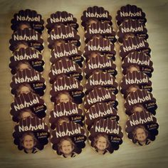 Monedas de Chocolate personalizadas! Movie Posters, 3 Year Olds, Chocolate Coins, Goodies, Souvenir, Film Poster, Billboard, Film Posters