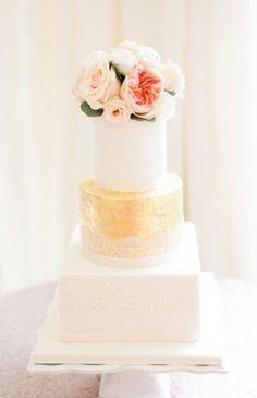 Wedding cake idea; Featured Photographer: Taylor Barnes Photography