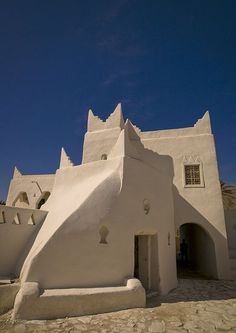 Old Architecture - Ghamadis old mosque, Libya - Photo by Eric Lafforgue Mosque Architecture, Vernacular Architecture, Art And Architecture, Architecture Details, Beautiful Mosques, Beautiful Places, Amazing Places, Amazing Buildings, Beautiful Architecture