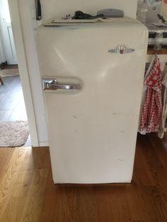 Antiker Kühlschrank  Der wahrscheinlich auch noch funktioniert